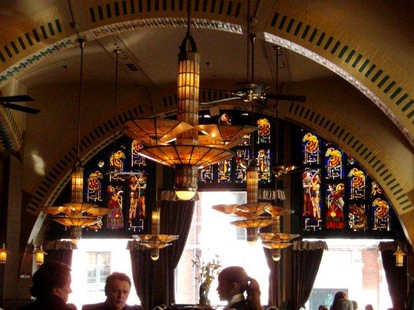 Tjorak Artdeco pada Café Americain di Leidseplein, konon café kesukaan Soetan Sjahrir