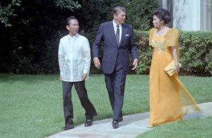 Reagan dengan Pasutri Marcos, ketika masih mesra