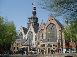 De Oude Kerk di Amsterdam