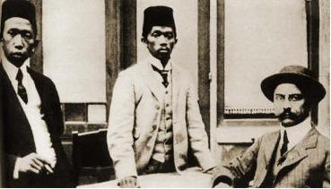 Soewardi, Tjipto dan Ernest ketika tiba di Belanda musim gugur 1913