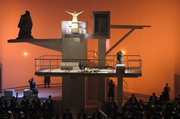 Elektra di Semper Oper poenja panggoeng jang gagal di-ton2 sama engkong harto
