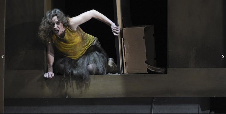 Soprano Djerman Evelyn Herlitzius sebagai »Elektra« di Semperoper Dresden (2016)