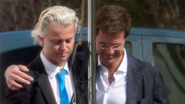 Perdana Menteri Mark Rutte merangkul Geert Wilders (rangkul2an wektu misih rukun)