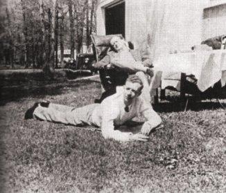 Britten (di atas rumput) dan McPhee di Amerika