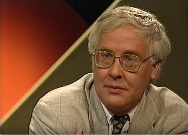 Benedict Anderson waktu diwawantjarai televisi Belanda VPRO, april 1994