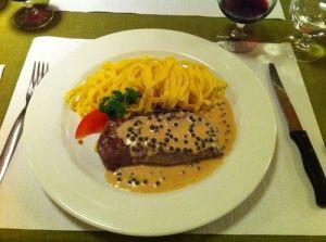 Entrecôte dengan saus lada hitam