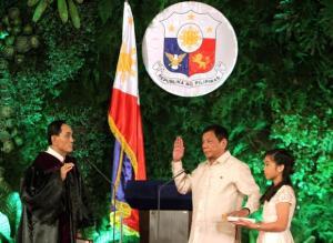 Rodrigo Duterte disumpah