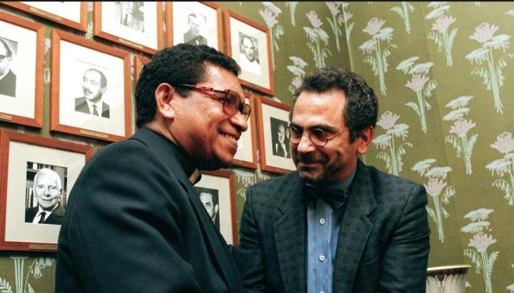 Dua putra Timor Leste berdjabat tangan di gedung komite Nobel Oslo