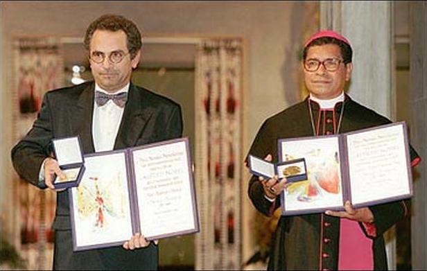 José Ramos-Horta dan Monseigneur Carlos Felipe Ximenes Belo tatkala menerima anugerah Nobel Perdamaian, Oslo 10 desember 1996José Ramos-Horta dan Monseigneur Carlos Felipe Ximenes Belo tatkala menerima anugerah Nobel Perdamaian, Oslo 10 desember 1996