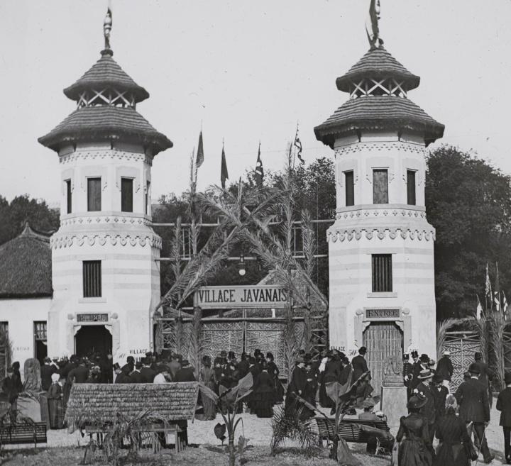 Pintu gerbang masuk »Le village javanais«