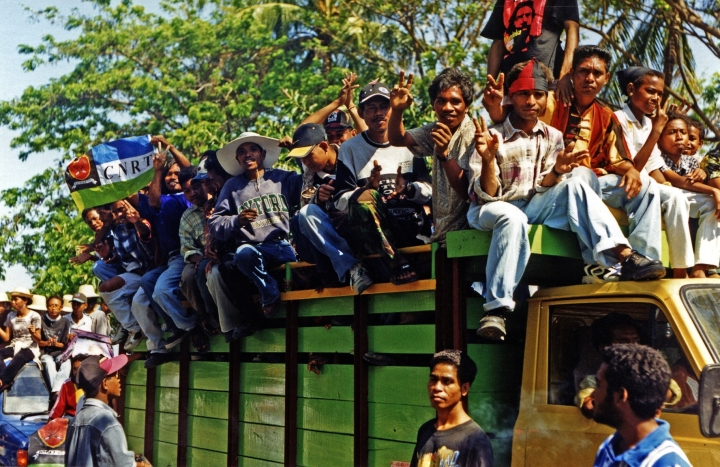 Referendum di Timor Timur, 1999 (sumber https://en.wikipedia.org/wiki/Independence_referendum#/media/File:K-CNRT_rally_Dili_07%2799-25.jpg)