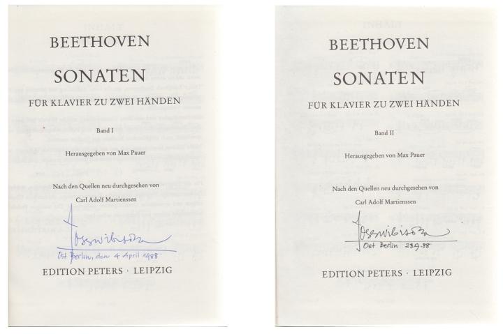 Buku sonata piano Beethoven, djilid satu dibeli pada april 1988, djilid dua september 1988