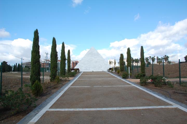 Piramida kuburan massal San Rafael
